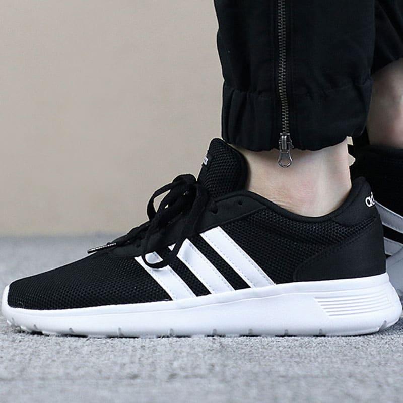 รองเท้าผ้าใบ แบรนด์ Adidas