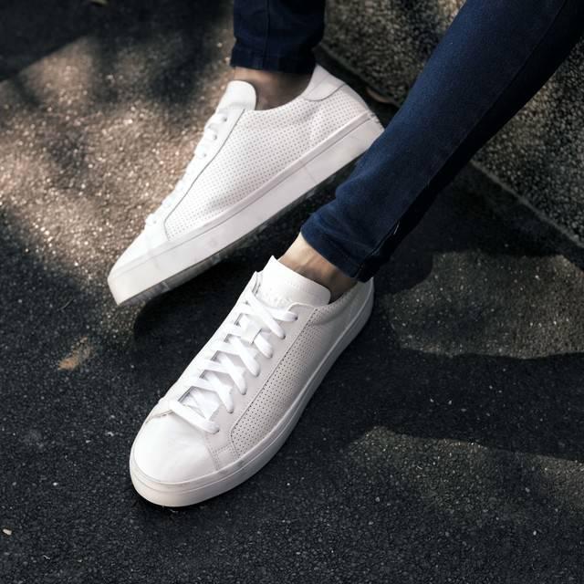 รองเท้าผ้าใบ แบรนด์ REEBOK