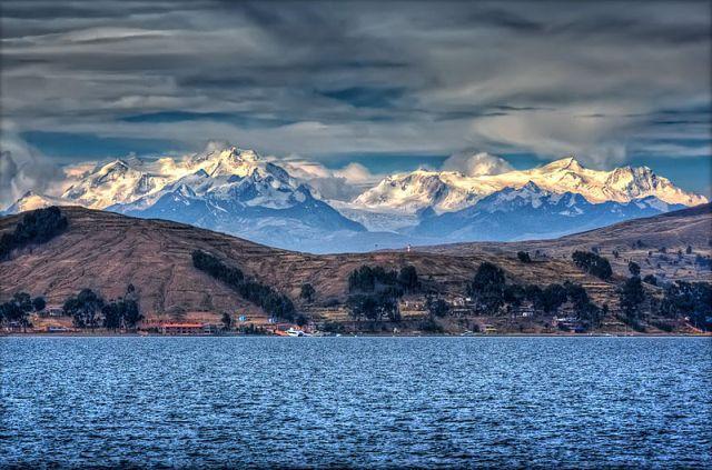 โบราณสถานยุคก่อนอินคา ทะเลสาบ Titicaca : โบลิเวีย/เปรู