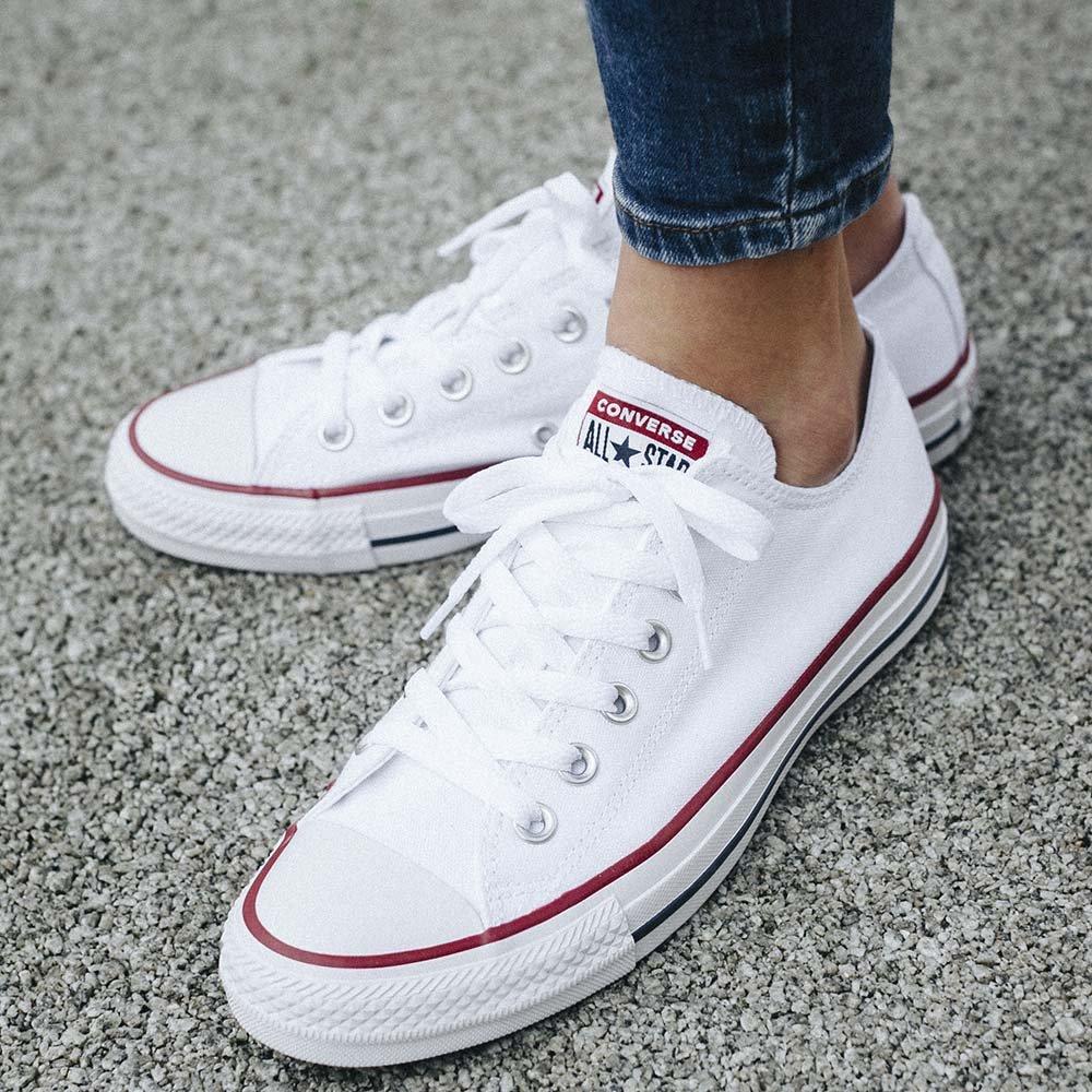 รองเท้าผ้าใบ แบรนด์ Converse