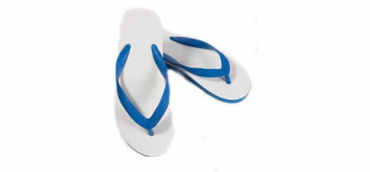 ้รองเท้าแตะอุปกรณ์ที่ต้องมีในหน้าฝน