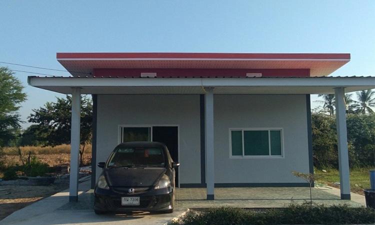 หน้าบ้าน บ้านสไตล์โมเดิร์น ที่มีพื้นที่ใช้สอยน้อย