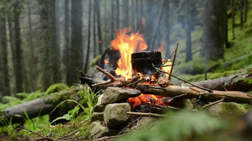 อุปกรณ์ประกอบอาหารสำหรับนักเดินป่า