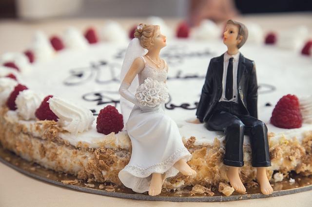 10 ไอเดียแต่ง ชุดไปงานแต่ง ชุดสูท ชุดเดรสไปงานแต่ง ที่ทันสมัย ปี 2021 3