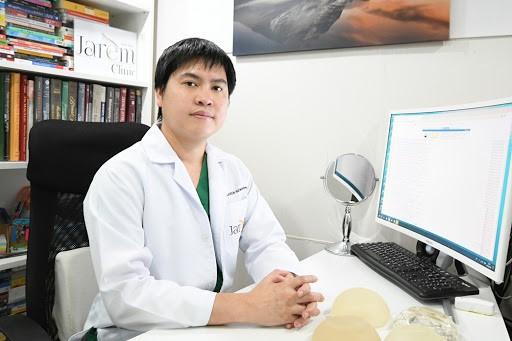 10 อันดับศัลยแพทย์เสริมหน้าอกสวยที่สุด 2021 24
