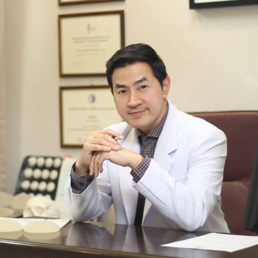 10 อันดับศัลยแพทย์เสริมหน้าอกสวยที่สุด 2021 26